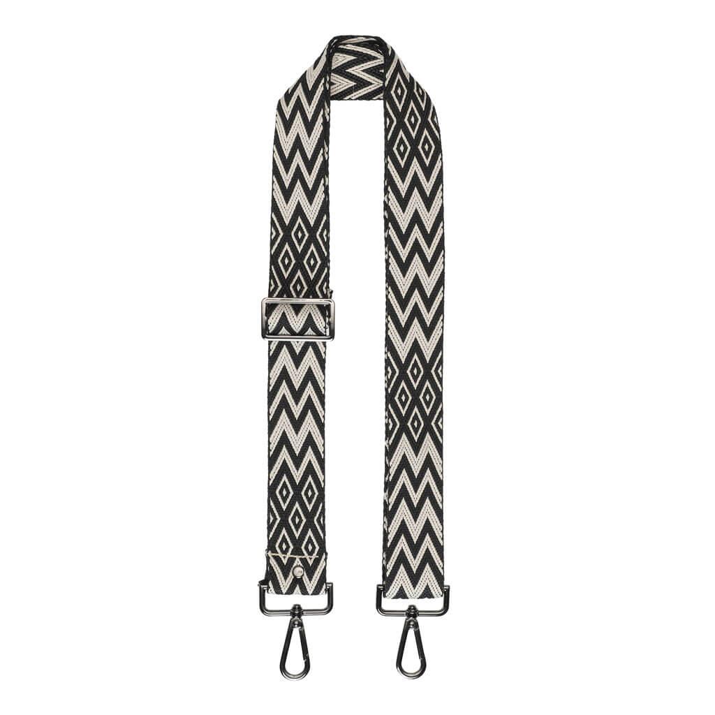 cosy-concept-fur-bag-strap-zigzag-black-white-450-dkk